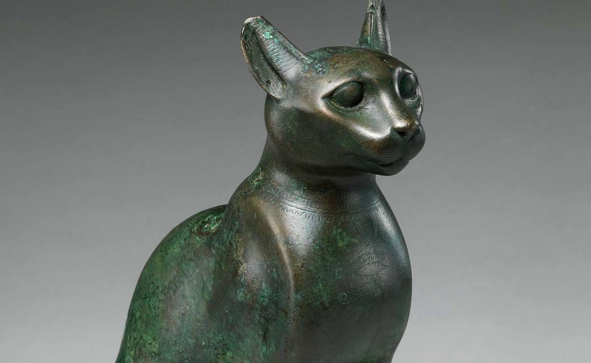 Egyptian cat statuette at Metropolitan Museum of Art
