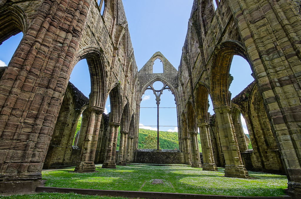 Tintern_Abbey.jpg