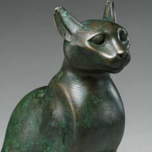 Egyptian cat statuette at Metropolitan Museum of Art